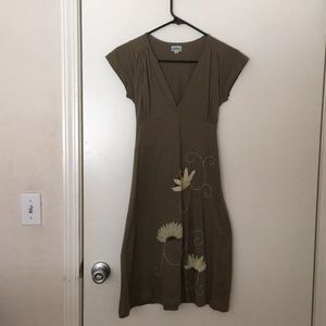 Cotton dress with stitched floral pattern